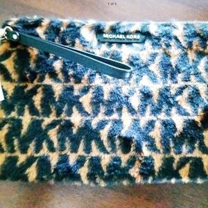 Michael kors jet set Large Zip Pouch Acorn